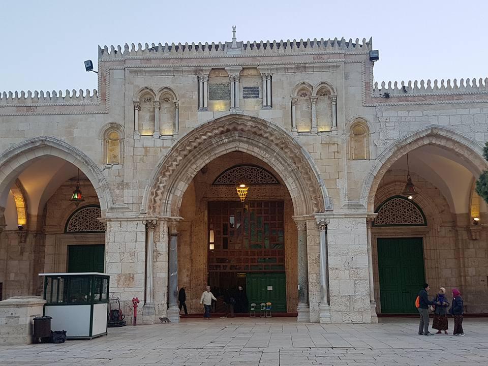 pintu masuk masjidil aqsa